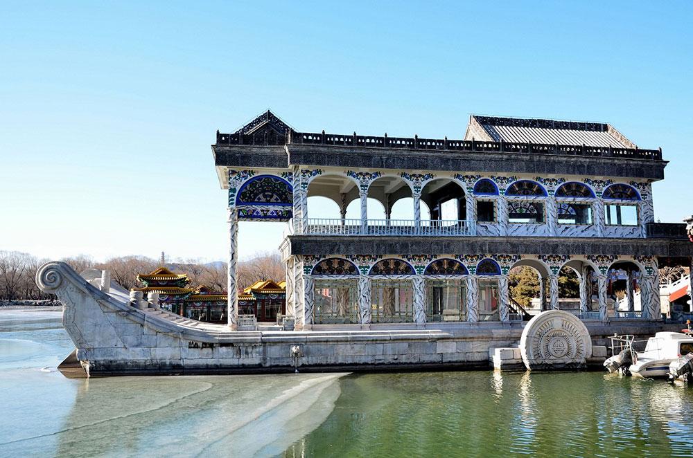 Летний дворец Домик у озера