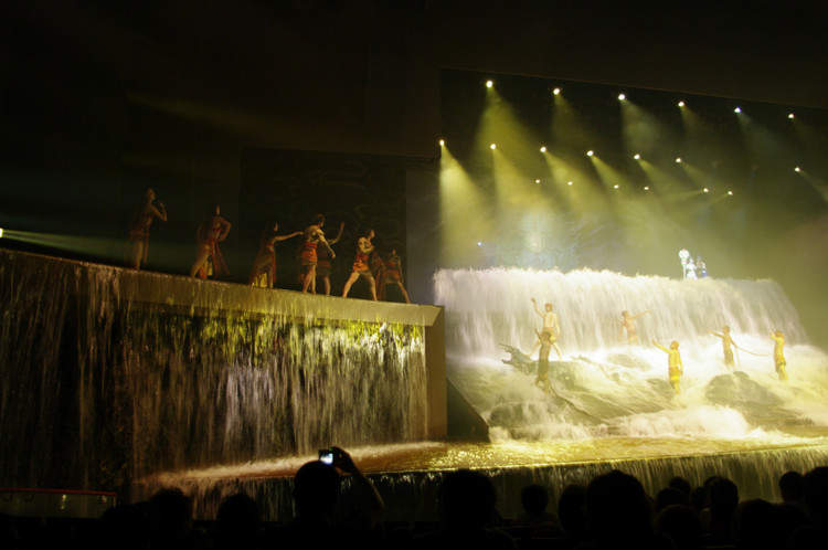 Водопад Шоу Золотая Маска