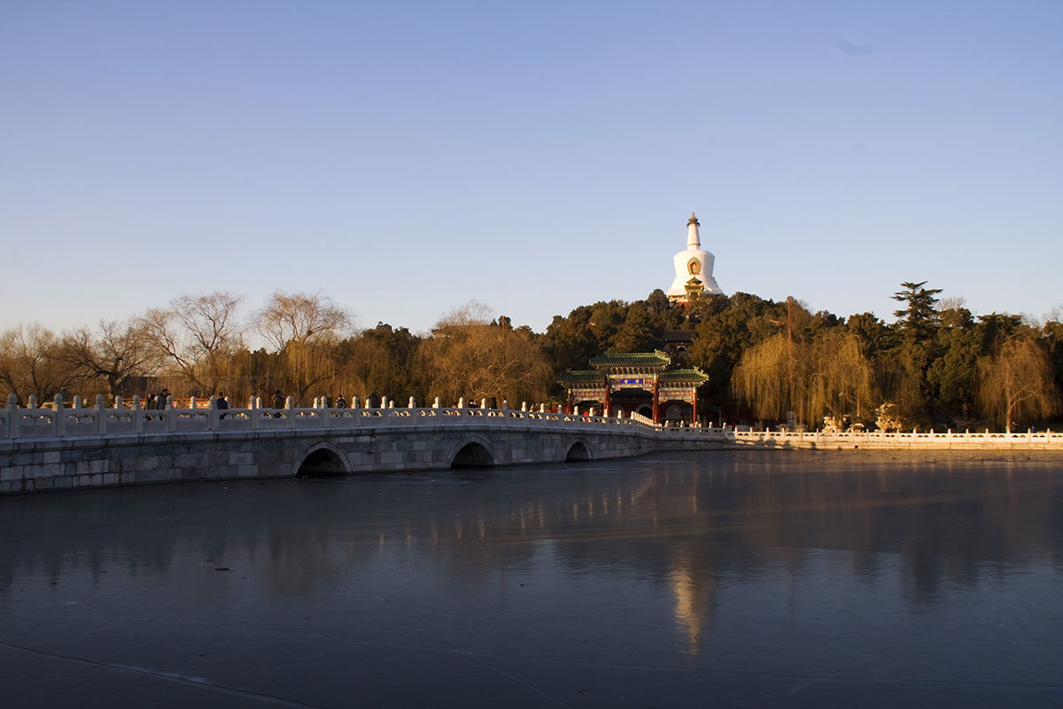 Белокаменный Мост: Парк Бэйхай в Пекине