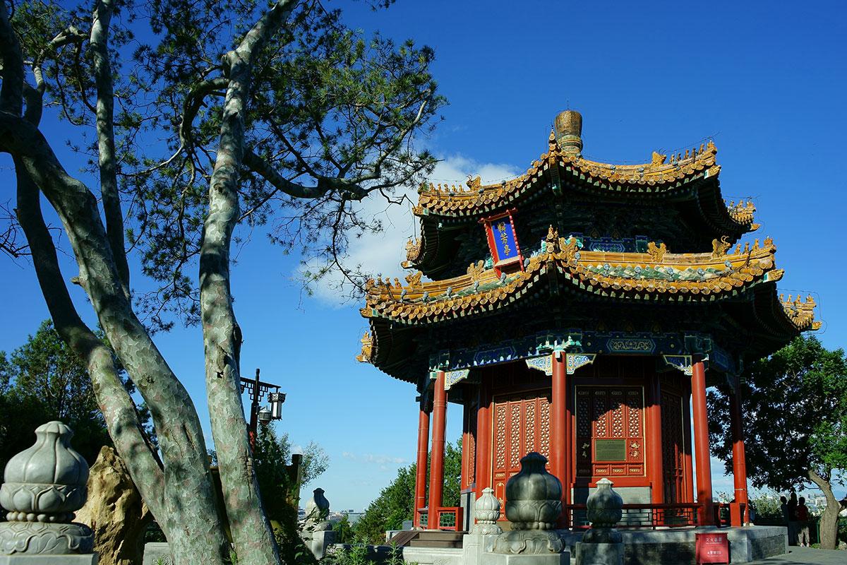 Ваньчунь - беседка в парке Цзиншань