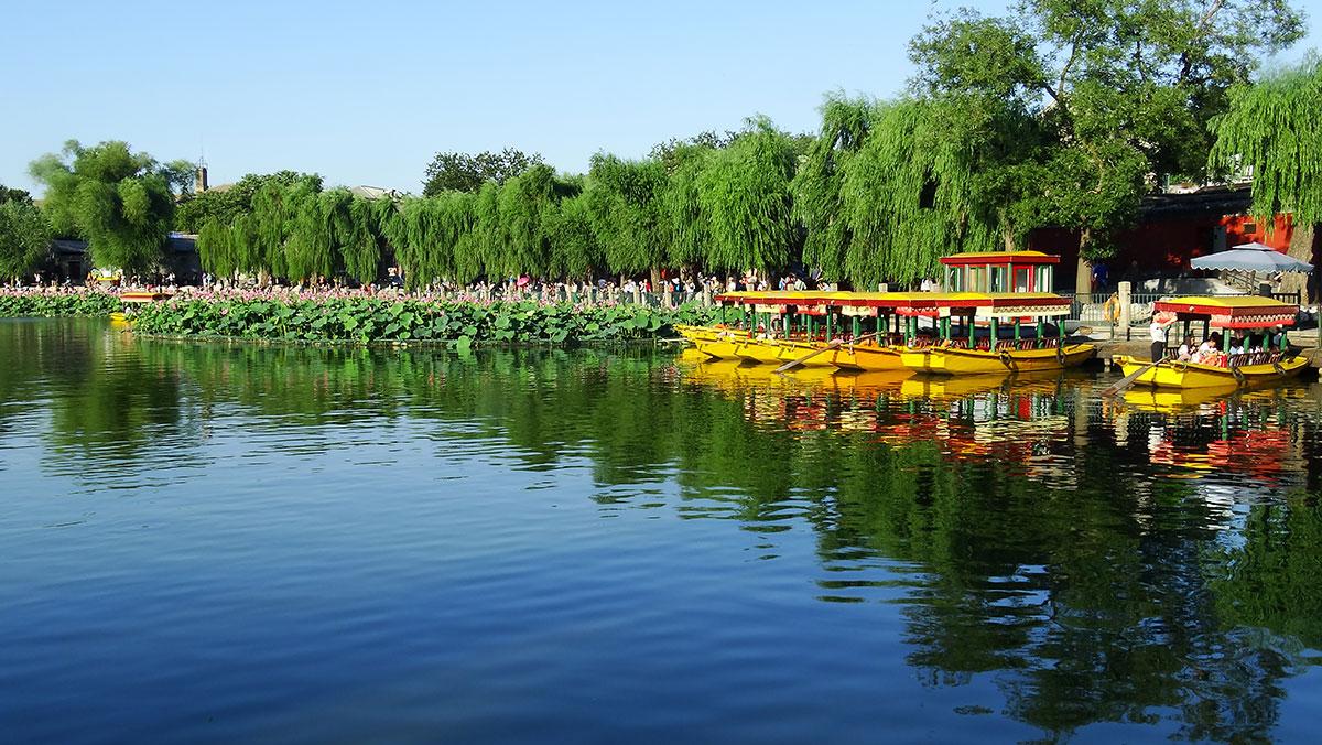 Пруд Лотоса в парке Бэйхай Пекин