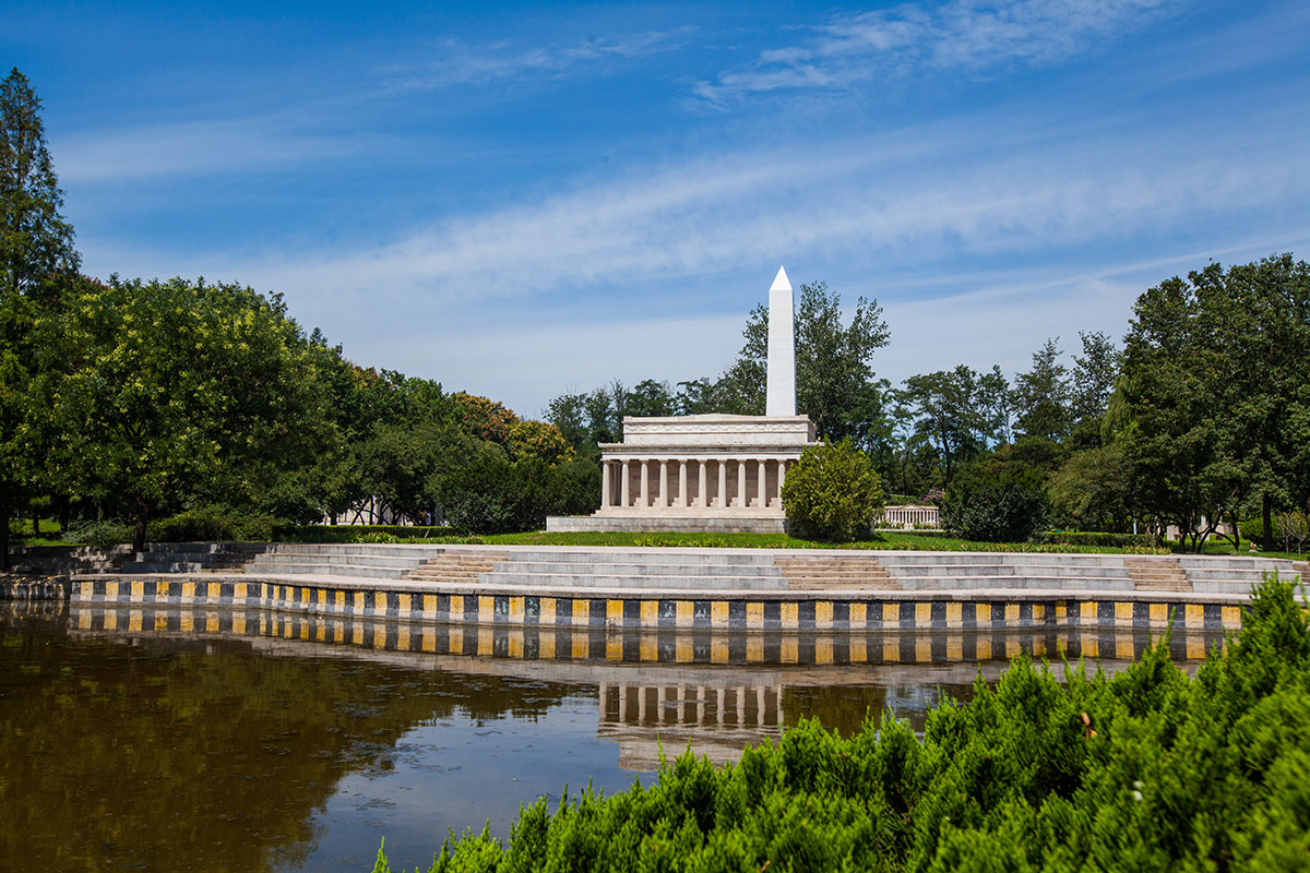Пекин Парк Мира: Мавзолей