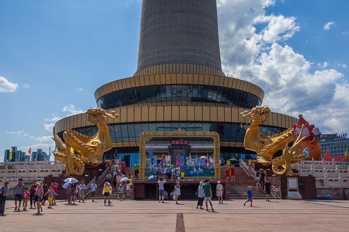 Главный вход в телебашню в Пекине