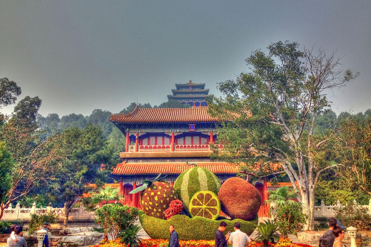 Главный вход в парк Цзиншань